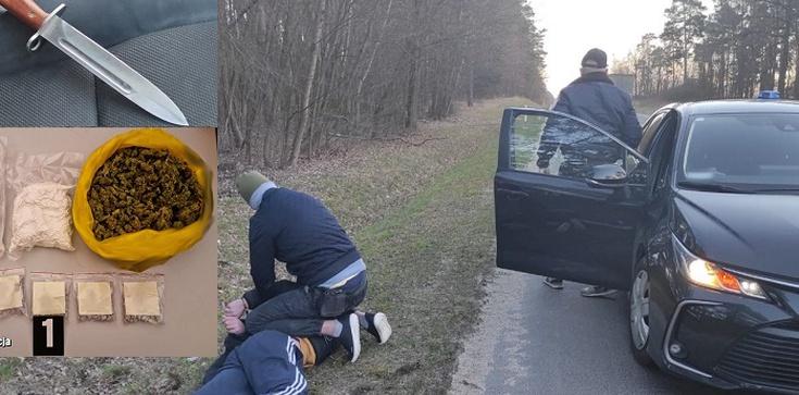 Bagnetem zaatakował policjantów. Miał prawie 2 kilogramy narkotyków - zdjęcie