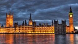 'Incydent terrorystyczny' w Londynie. Mężczyzna wjechał autem w barierki przed parlamentem - miniaturka