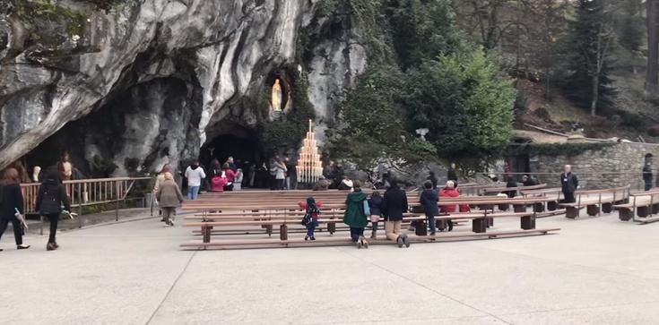 Francuska panika w Lourdes. Koronawirus w tle. Zamknięto baseny z uzdrawiającą wodą - zdjęcie
