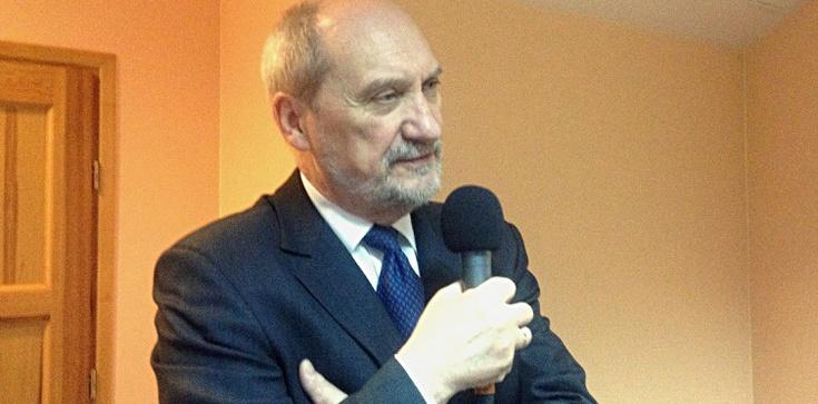 Macierewicz oddał hołd polskim bohaterom - zdjęcie