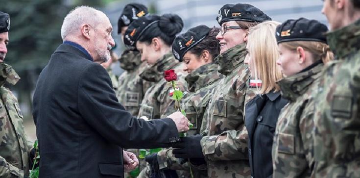 Szef MON o kobietach-żołnierzach: 'Wpisujecie się w wielką polską tradycję służby Emilii Plater' - zdjęcie