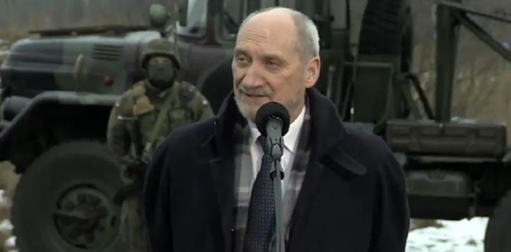 Szef MON oddał hołd Żołnierzom Niezłomnym w Morawicy - zdjęcie