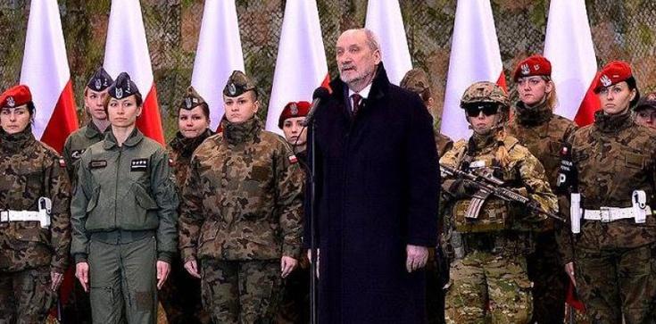 Macierewicz: Rosja po staremu koncentruje wojska przy granicach Polski - zdjęcie