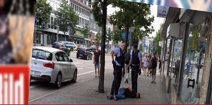 Islamista wyskakujący z maczetą - nowa wizytówka Niemiec!  - zdjęcie