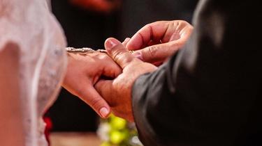 Hiszpania: Katolicyzm na wymarciu? Ślub kościelny zawiera co dziesiąta para - miniaturka