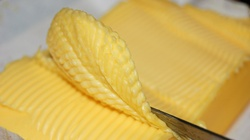 Prof. Grażyna Cichosz: Jedzcie słoninę i masło. Margaryna truje. Promuje ją sekta reklamowa producentów - miniaturka