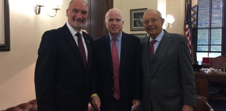 Szef MON w USA. John McCain zachwycony spotkaniem! - zdjęcie