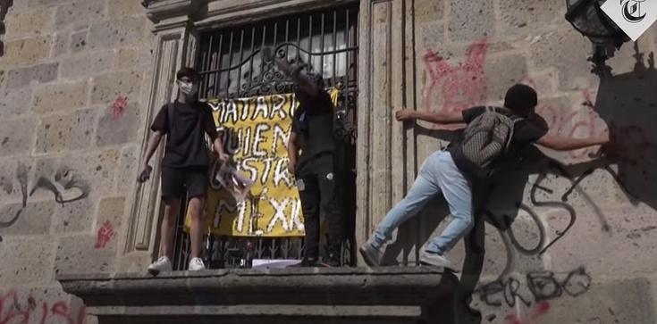 Ataki na kościoły podczas demonstracji w Meksyku - zdjęcie