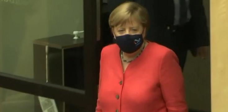 Berlin. Samochód antyglobalisty rozbija się o bramę biura Merkel [Wideo] - zdjęcie
