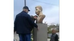 W rosyjskim Dagestanie postawiono, a potem zdemontowano popiersie Stalina - miniaturka
