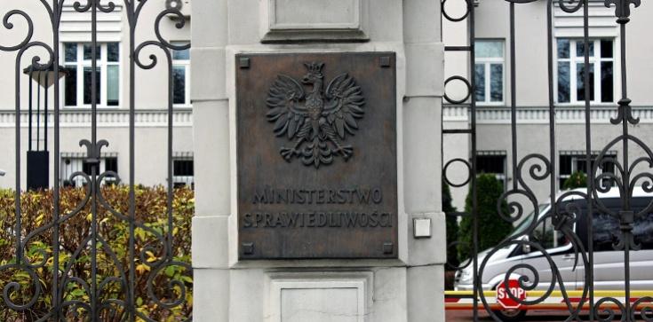 Kłamstwo Nitrasa i TVN. Ministerstwo Sprawiedliwości odpowiada - zdjęcie