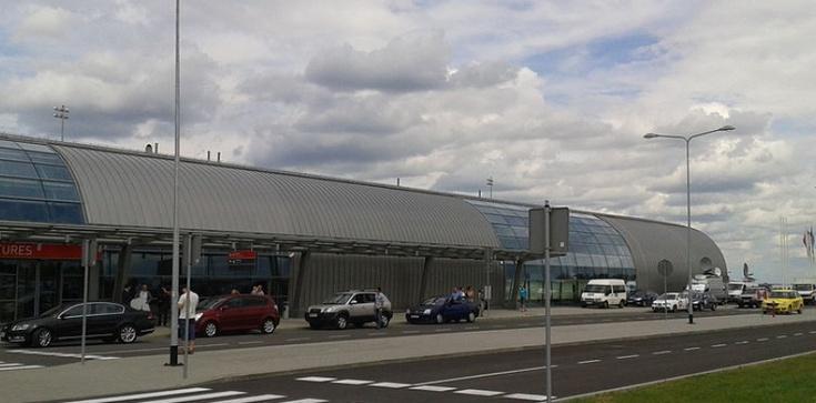 Ewakuacja lotniska w Modlinie, możliwy alarm bombowy - zdjęcie