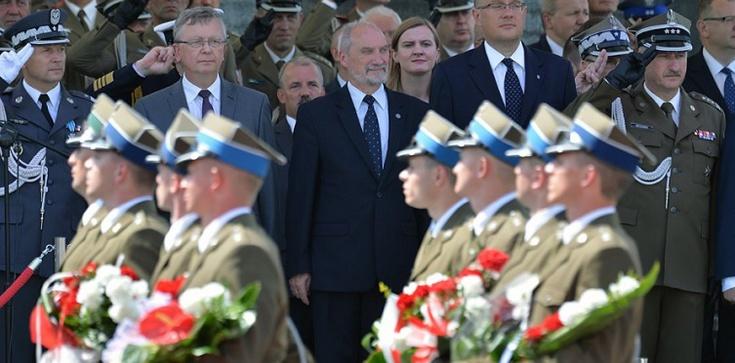 Macierewicz: Żołnierz ma bronić całego narodu - zdjęcie