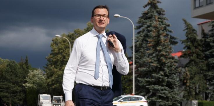 Premier wyznaje, ile mógł zarabiać jako prezes banku - zdjęcie