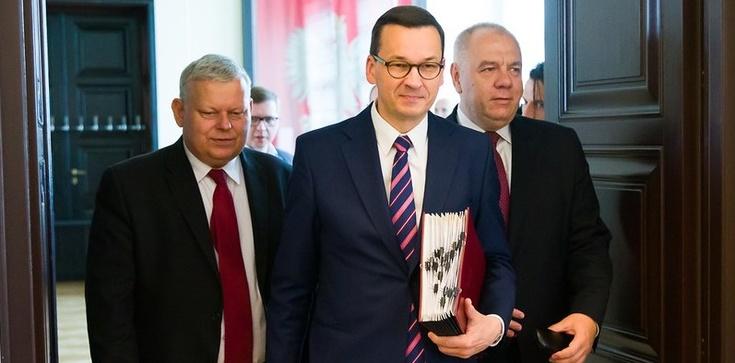 Rząd przyjął projekt budżetu na 2021 oraz pensję minimalną - zdjęcie