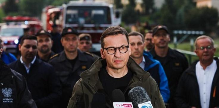 """Premier na terenach powodziowych w Małopolsce: """"Będziemy starali się pomagać jak najszybciej"""" - zdjęcie"""