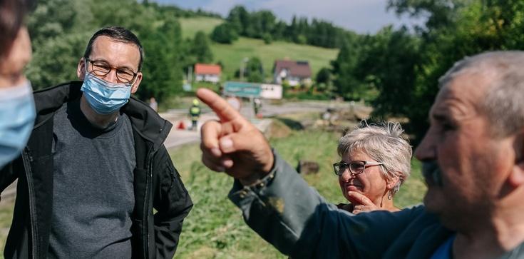 Premier na Podkarpaciu: jesteśmy z Wami i nie będziemy szczędzili sił i środków, by zabezpieczyć Wasz dobytek, życie i zdrowie - zdjęcie