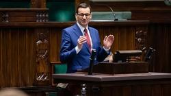 Mocne słowa premiera Morawieckiego! 'Przez ideologie lewackie atakuje się rodzinę' - miniaturka