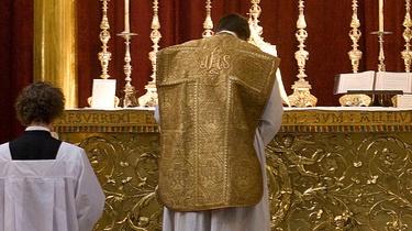 W Kościele funkcjonuje wiele rytów. Dlaczego papieżowi przeszkadza tylko ten jeden?  - miniaturka