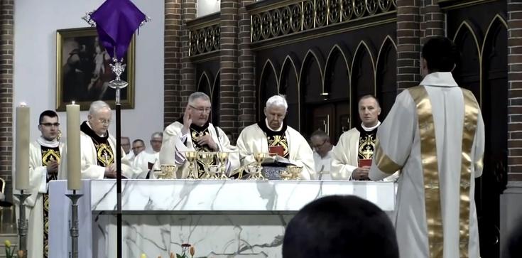 Na tej Mszy bywa więcej księży niż wiernych - zdjęcie
