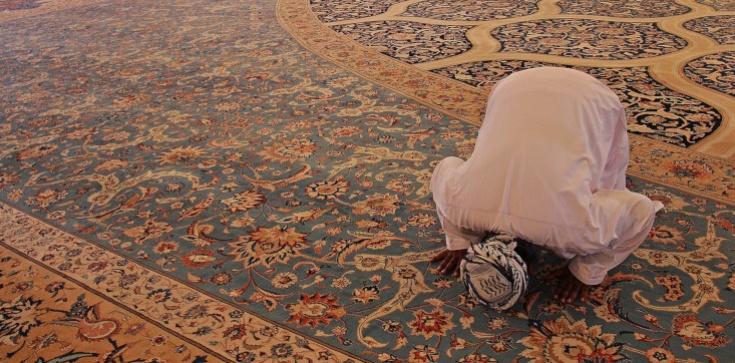 Muzułmańscy studenci z Torunia chcą, żeby uczelnia dostosowała zajęcia do świąt w islamie - zdjęcie