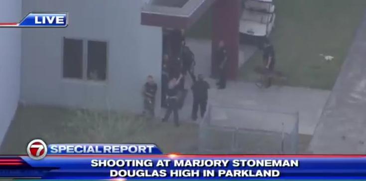 Strzelanina w szkole w USA! Dziesiątki rannych - zdjęcie