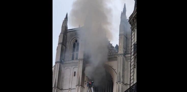 Wciąż nie znamy okoliczności pożaru katedry w Nantes - zdjęcie