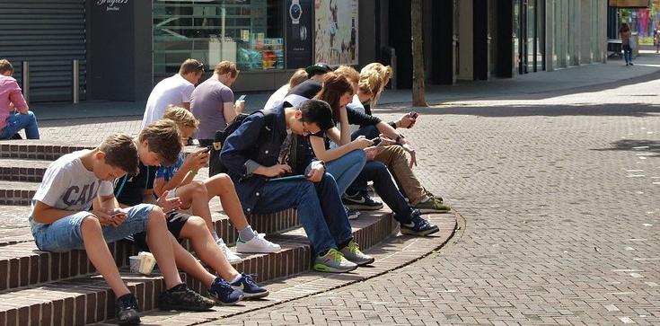 Młodzi Europejczycy: decyzje wyborcze starszych to zagrożenie dla naszej przyszłości! - zdjęcie