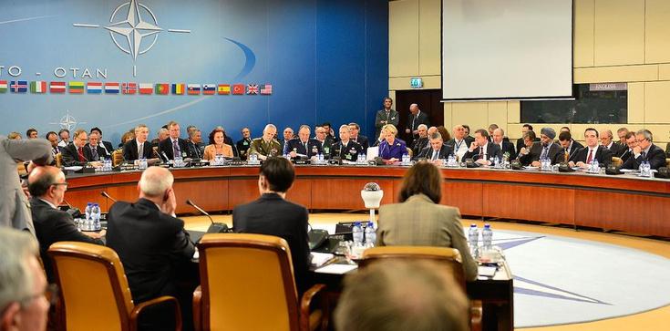 UE, NATO i Białoruś w obliczu wyzwań. Strategie w rozbitym środowisku międzynarodowym - zdjęcie