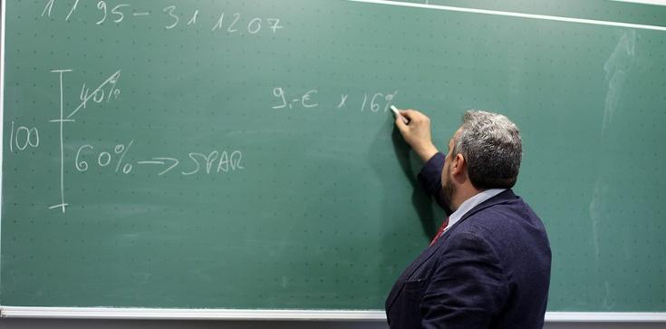 Brak pracy dla nauczycieli? Bzdura! Oto fakty - zdjęcie