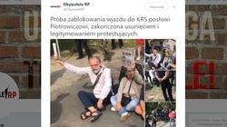 ,,Obywatele RP'' znowu przed siedzibą KRS! Nie chcieli wpuścić Piotrowicza, interweniowała policja - miniaturka