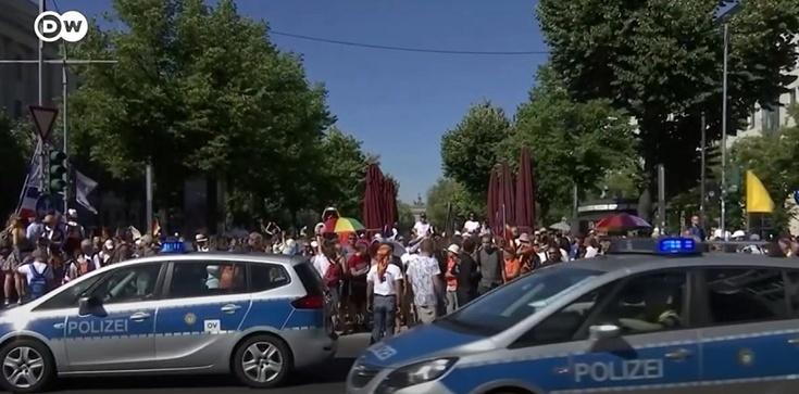 Z ostatniej chwili. Niemcy. Protest antycovidowców przed Bundestagiem - zdjęcie