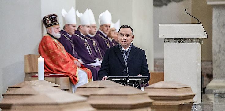 Prezydent Andrzej Duda w Wilnie: Stajemy tu, aby uczcić ofiarę naszych poprzedników - zdjęcie