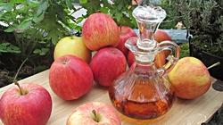 Alergolodzy i gastrolodzy w szoku: Ocet jabłkowy leczy za nich - miniaturka