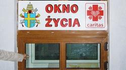 Wieluń. Dziecko z okna życia trafiło do szpitala - miniaturka