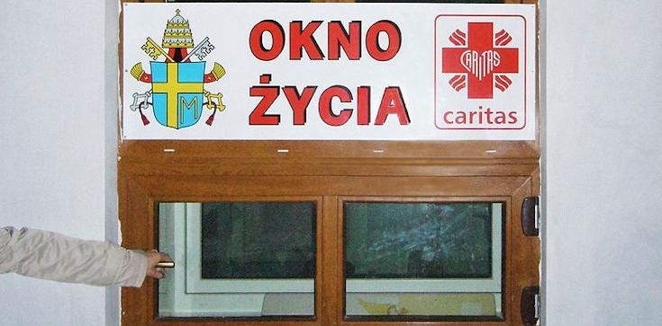 Wieluń. Dziecko z okna życia trafiło do szpitala - zdjęcie