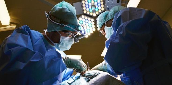Wydłużą chłopcu nogę. Pierwsza taka operacja w Polsce! - zdjęcie