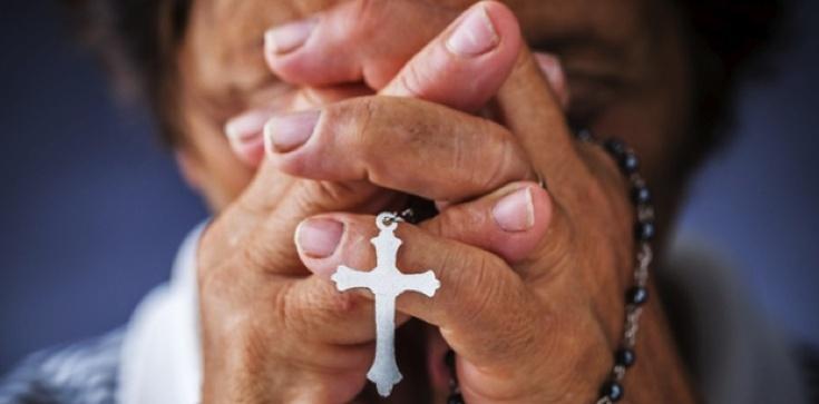 Badania pokazują jasno: Osoby religijne są po prostu…. - zdjęcie