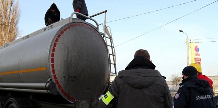 Sprzedali nielegalnie 105 mln litrów paliwa oszukując skarb państwa na 190 mln zł - zdjęcie