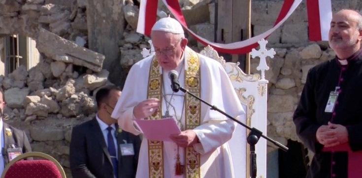 Papież na ruinach Mosulu: Świadek Boga nie jest bierny, ale buduje braterstwo, które jest silniejsze niż bratobójstwo - zdjęcie