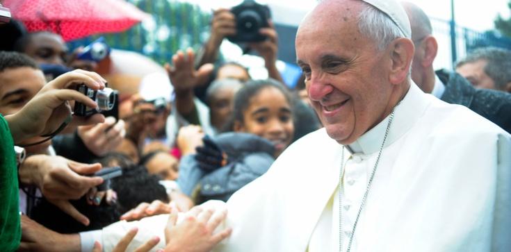 Franciszek: Obcy papież, bliski papież - zdjęcie