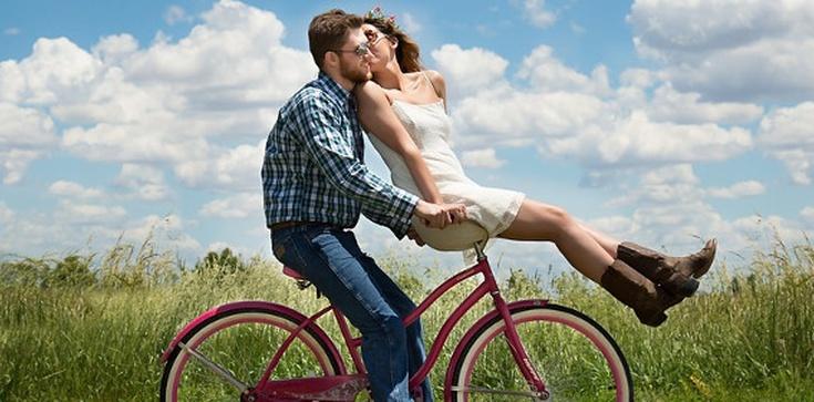 Jak się całować... przed ślubem? Konkretne porady - zdjęcie