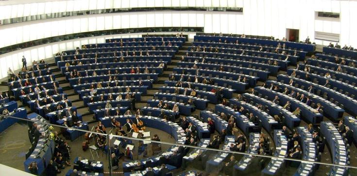 HAŃBA! Komisja PE przyjęła antypolską rezolucję!!! - zdjęcie
