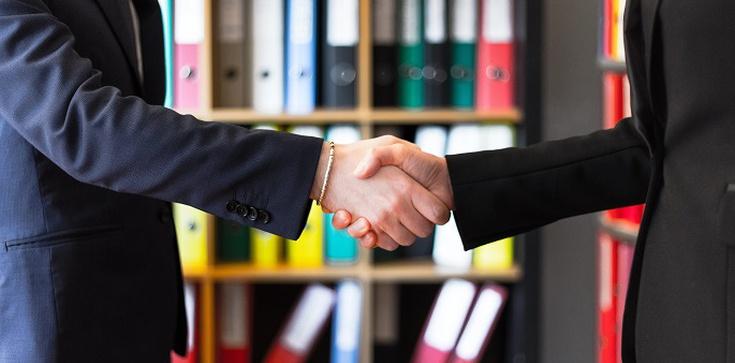 W jakiej formie zawrzeć umowę b2b? - zdjęcie