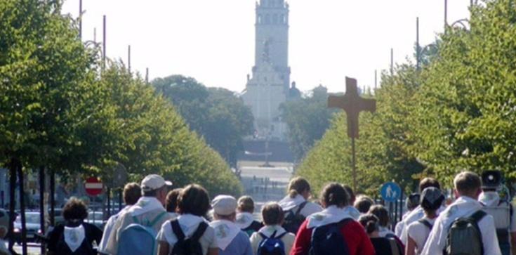 'Jest zakątek na tej ziemi, gdzie powracać każdy chce...' Setki tysięcy pielgrzymów wyruszają na Jasną Górę - zdjęcie
