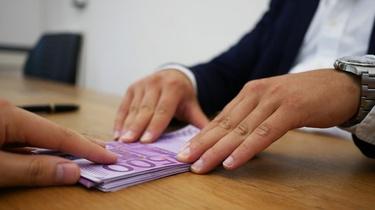 Pożyczki online. Jak zaciągnąć i na co zwrócić uwagę?  - miniaturka
