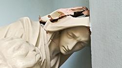 Skandaliczne! Zdemolowali Pietę w Warszawie - miniaturka