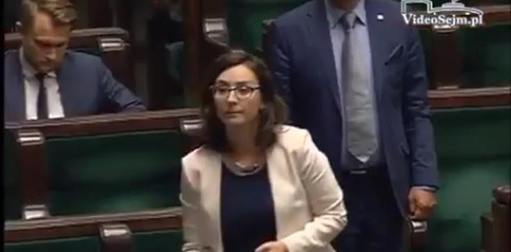 Marszałek Brudziński tłumaczy posłance Nowoczesnej, jak należy zachowywać się w Sejmie - zdjęcie