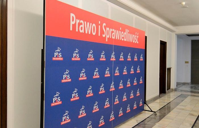 Zjednoczona Prawica traci większość w Sejmie. Troje posłów PiS zakłada nowe koło poselskie - zdjęcie