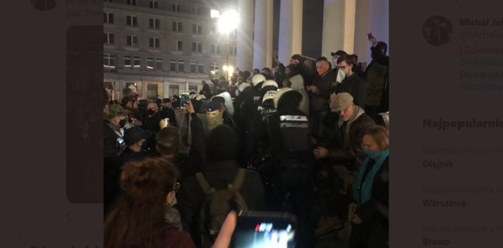 Warszawa Teraz! Lewacy atakują kościół na Pl. Trzech Krzyży [Wideo] - zdjęcie